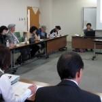 宇多津町介護予防サポーター定例会で研究成果を報告する岡崎先生