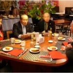 ムーア教授へのお礼の言葉を述べる石川学長(左中央)
