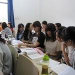 授業の合間には、江南大学の学生たちと交流