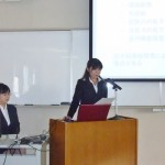 介護実習のなかで取り組んだ事例研究の成果を発表する学生