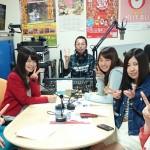 スタジオで収録中の学生たち