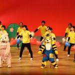 着ぐるみも一緒の体育ゼミの踊りに子どもたちも大喜び