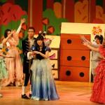 音楽ミュージカル「シンデレラ」を熱演する音楽ゼミの学生たち