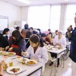 中野先生の楽しいお話をうかがいながら、お待ちかねの試食タイムです