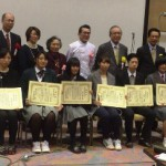 他の入賞者と一緒に記念撮影(前列中央が高橋さん)