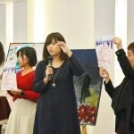 イメージ画や歌碑マップを紹介する学生たち