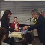 特別賞を受ける高橋さん