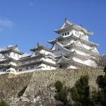 晴れ渡る空と白亜の姫路城