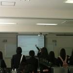 「Web制作演習」を見学する高松東高校の生徒さん!