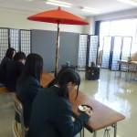 高校生の人気を集めたお茶席体験コーナー