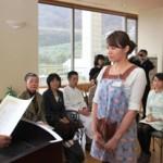 表彰を受ける岡布美枝さん