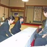 笑顔でお客様を迎える学生たち