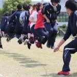 長縄跳び クラスの団結力を見せる時!