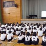 たくさんの児童たちが熱心に話を聞いて、質問もしてくれました