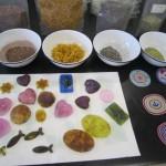 さまざまな形や色合いの石けんを作りました