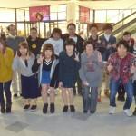 啓発活動に参加した学生たちです