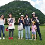 疲れもみせず、オアフ島の観光を楽しむ学生たち