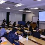 実習時の研究成果を発表する学生