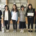 募金活動を行う学生評議員たち