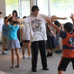 学生たちが運動指導のお手伝い