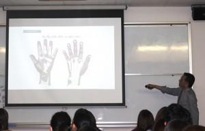 ノロウイルスの予防について、講習を受けています